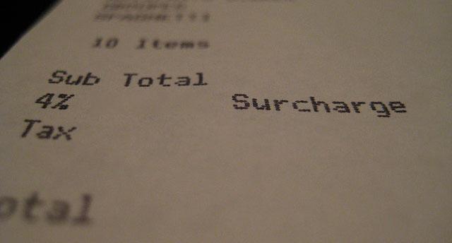 Tips Belanja Nyaman Tanpa Terkena Surcharge Kartu Kredit