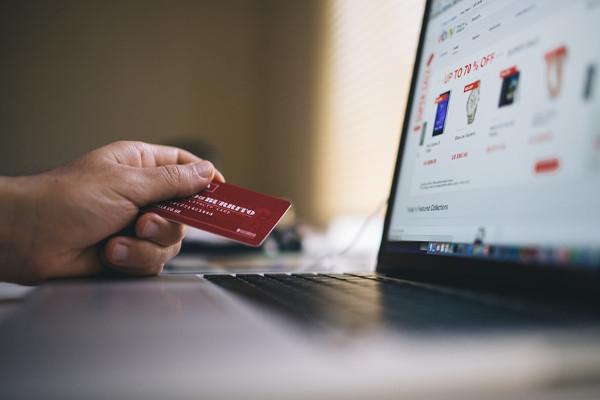 Larangan Charge 3% untuk Transaksi Gesek dengan Kartu, Apakah Peraturan Baru?