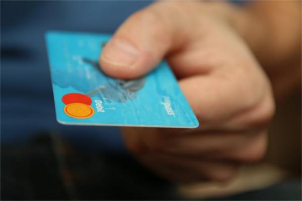 4 Pertimbangan untuk Menerima atau Menolak Asuransi Kartu Kredit