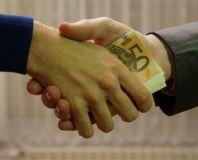 Meminjam Uang dari Teman Atau Keluarga? Perhatikan Ini Dulu